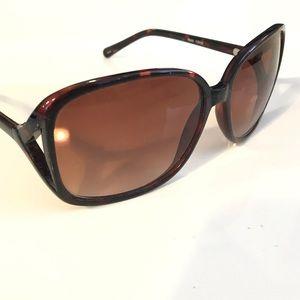 Accessories - Glam, oversized tortoise shell sunglasses